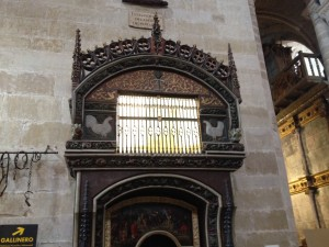 Pope Clemente VI (1350) allowed a live hen and cockerel to be caged up inside the Cathedral and although you can't see them in the photograph, they were here, pecking at the glass pane trying to get out!  My heart goes out to them!